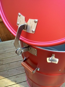 red drum with hinge